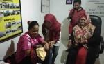 Demi Penghematan, Calon Pemudik Nekat Bawa Istri Hamil Tua Menumpang Mobil Sayur dari Pundu - Sampit