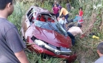 Avanza Masuk Parit, 6 Dewasa dan 3 Anak Luka-luka