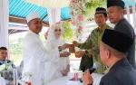 Bupati Nadalsyah Jadi Saksi Pernikahan Warga Barito Utara