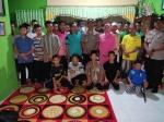 Anggota Polsek Dusun Selatan Bantu Anak Panti Asuhan Korban Kebakaran