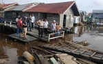 Tongkang Tabrak 1 Pelabuhan Taksi Air dan 5 Lanting di Sungai Mentaya