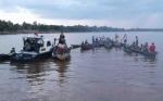 Tongkang Bermuatan Pasir Tabrak Kelotok 7 Penumpang, Bocah Enam Tahun Hilang di Sungai