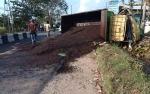 Berbelok Arah, Ibu Rumah Tangga Pengemudi CRV Ditabrak Truk Karnel