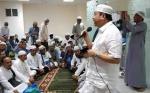 H Abdul Rasyid AS dan Istri Berbagi dengan Jamaah Haji Kalteng di Mekkah