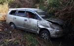 Kecelakan Tunggal di Ujung Pandaran, Mobil Travel Enam Penumpang Ringsek