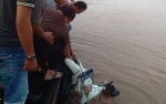 Insiden di Feri Penyeberangan Mandomai, Pengendara Motor Tercebur ke Sungai