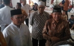 Hadiri Tasmiyahan Anak Gubernur, Pengusaha Nasional Abdul Rasyid Terlihat Bahagia