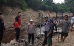 Kapolsek Karau Kuala Rela Berjalan Tiga Jam di Hutan Demi Padamkan Kebakaran