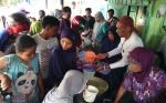 Warga Sampit Berbondong-Bondong Antre Bubur Asyura