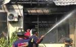 Lagi Asyik Mandi, Rumah Hangus Terbakar
