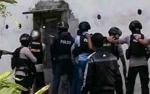 Polisi Bersenjata Lengkap Masih Kepung Gedung Walet