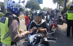 Polisi Periksa Kelengkapan Pengendara di Jalan Yos Sudarso