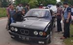 Mobil BMW Terbakar di Jalan