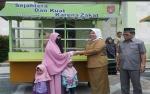 Bupati Kobar Serahkan Bantuan Modal Usaha dan Bantuan Sosial