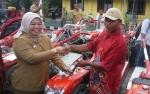 Kelompok Tani dari 18 Desa se-Kobar Terima Bantuan Alat Mesin Pertanian