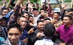 Puluhan Mahasiswa IAIN Berebut Selfie dengan Menteri Agama