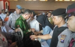 Polisi Periksa Barang Bawaan Warga Hadiri Deklarasi Tim Kampanye Daerah Joko Widodo - Ma\'ruf Amin