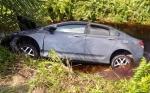 Mobil Mewah Nyungsep ke Selokan, Dikabarkan Telan Korban Jiwa