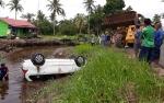 Evakuasi Mobil Masuk Sungai Hingga Terbalik Ini Gunakan Alat Berat