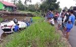 Mobil Masuk Sungai Gegerkan Warga Kapuas