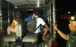Tim Gabungan Satpol PP Kobar, TNI, Polri, Ciduk Lima Remaja Bersama Arak dan Tisu Mejik