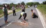 Polisi Lakukan Olah TKP Dua Pengendara Motor MX King Tewas Kecelakaan