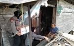 Lagi, Anggota Polsek Kapuas Hilir Santuni Lansia Sebatang Kara