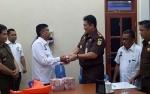 Kejari Sukamara Serahkan Uang Hasil Sitaan Kasus Korupsi KPU Sebesar Rp525 Juta