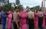 Pangkat Baru Disematkan Istri Polisi