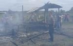 Polsek Ketapang Selidiki Penyebab Kebakaran Rumah Kayu Mentaya Seberang