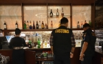 Petugas Bea Cukai Pulang Pisau Razia Tempat Hiburan Malam