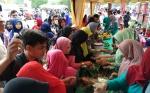 Makanan Gratis Ludes Diserbu Masyarakat Saat Pesta Rakyat