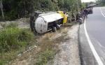 Truk Tangki Terbalik di Ruas Kuala Kurun-Palangka Raya