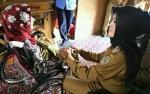 Wakil Bupati Seruyan Serahkan Alat Bantu Lansia di Kecamatan Seruyan Hilir