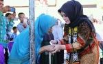 Wakil Bupati Seruyan Serahkan Alat Bantu untuk Lansia