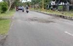 Jalan Menuju Jembatan Soekarno Kuala Pembuang Rusak Dikeluhkan Warga