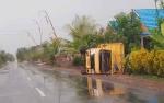 Jalan Licin, Truk Ini Terjungkal di Jalan Trans Kalimantan Km 11 Basarang