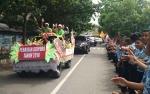 Masyarakat Saksikan Arak-Arakan Piala Adipura Keliling Kota Sampit