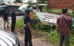 Anggota Polsek Kapuas Hilir Dampingi Penertiban APK Caleg