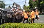 Polres Kapuas Gelar Simulasi Sispam Kota di Depan Kantor KPU Kapuas