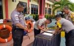 Kapolres Katingan Serahkan Speed Boat Operasional Bhabinkamtibmas Polsek Katingan Hilir