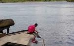Setelah Fenomena Aneh, Warga Tetap Beraktivitas Seperti Biasa di Sungai Mitak