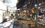 Garis Polisi Terpasang di Lokasi Kebakaran Pasar Ikan Kapuas