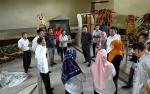 Kotor dan Bocor, Gedung Teater Tidak Layak Jadi Tempat Penyimpanan Logistik