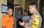 Kapolres Seruyan Hadiahkan Peci untuk Seorang Tahanan Gara-gara ini