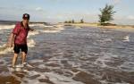 Jalan Menuju Kubah Pantai Ujung Pandaran Putus Hingga 100 Meter Akibat Abrasi