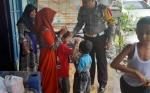 Satlantas Polres Pulang Pisau Bantu Anak Penyandang Disabilitas