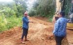Bupati Barito Utara Tinjau Perbaikan Jalan Desa Inu