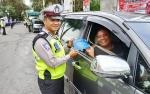 Anggota Satlantas Polres Barito Utara Bagikan Paduan Keselamatan Berlalu Lintas