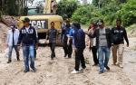 Bupati Barito Utara Tinjau Pekerjaan Jalan Tembus Desa Lemo